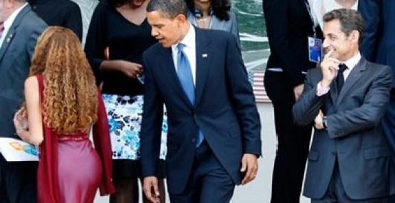 Obama Sarkozy checking out woman